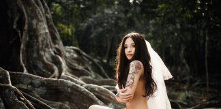 Bộ ảnh cưới khỏa thân của đôi vợ chồng trẻ không che gây bão dư luận